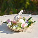Dekorácie - Jarná dekorácia so zajačikom - 10589540_