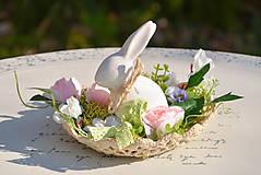 Dekorácie - Jarná dekorácia so zajačikom - 10589541_
