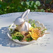 Dekorácie - Jarná dekorácia so zajačikom - 10589533_
