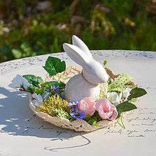 Dekorácie - Jarná dekorácia so zajačikom - 10589542_