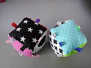 Hračky - Montessori hracia kocka bodky pre chlapca aj dievčatko - 10590369_