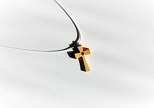 Náhrdelníky - Drevený náhrdelník - Krížik s červeným kamienkom - 10590813_