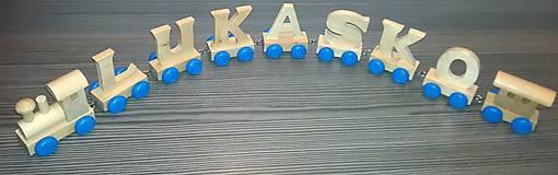 Hračky - Drevený písmenkový vláčik - modré kolieska - 10593680_
