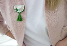 Odznaky/Brošne - Pastelová jar - ručne vyšívaná brošnička so strapcom - 10592414_