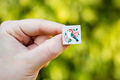 Odznaky/Brošne - Ručně malovaná brož s ptáčkem - mini - 10598438_