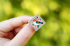 Odznaky/Brošne - Ručně malovaná brož s ptáčkem - mini - 10598440_