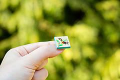 Odznaky/Brošne - Ručně malovaná brož s ptáčkem - mini - 10598459_