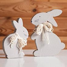 Dekorácie - Veľkonočná dekorácia z dreva - zajac sivo-hnedý - 10595166_