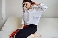 Mikiny - Biely pulóver s konármi sakury - 10596001_