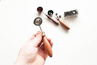 Pomôcky/Nástroje - Lyžica na topenie pečatného vosku (A. Oválna rukoväť / drevo) - 10595390_