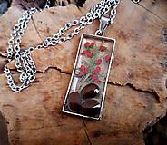 Náhrdelníky - Živicový náhrdelník so semenami a konárikmi stromov, chirurgická oceľ - 10596888_