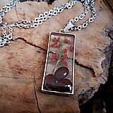 Náhrdelníky - Živicový náhrdelník so semenami a konárikmi stromov, chirurgická oceľ - 10596890_