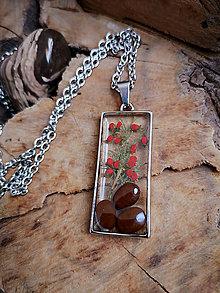 Náhrdelníky - Živicový náhrdelník so semenami a konárikmi stromov, chirurgická oceľ - 10596889_