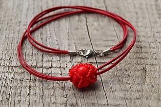 Náhrdelníky - náhrdelník červená gulička z bikoniek - 10601152_