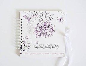 Papiernictvo - Svadobná kniha hostí - fialky s perličkami 20x20 - 10601899_