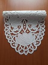 Úžitkový textil - Richellieu, Kvety a listy,biela, 40 x 110 cm - 10458404_
