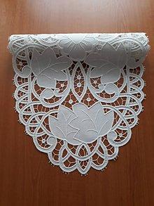 Úžitkový textil - Zľava zo 100 na 85 eur! Richellieu, Kvety a listy,biela, 40 x 110 cm - 10458404_