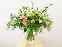 ružová gratulačná alebo svadobná kytica zo živých ruží