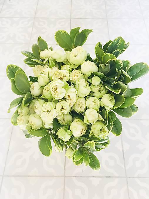 gratulačná alebo svadobná kytica zo živých ruží