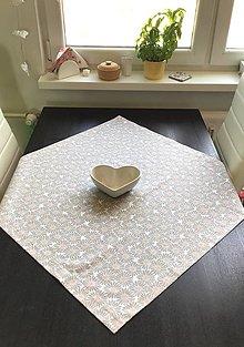 Úžitkový textil - Obrusy - kvetové     štvorce (Margarétky) - 10601121_