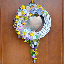 Dekorácie - Jarný veniec na dvere s previsom, s tulipánmi, so zajačikmi - 10604168_