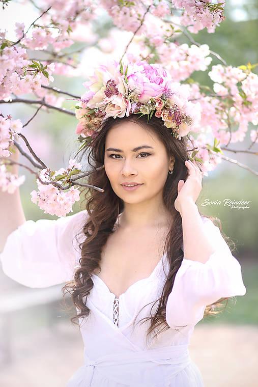 Ozdoby do vlasov - Bohato zdobená jarná kvetinová čelenka  - 10606446_