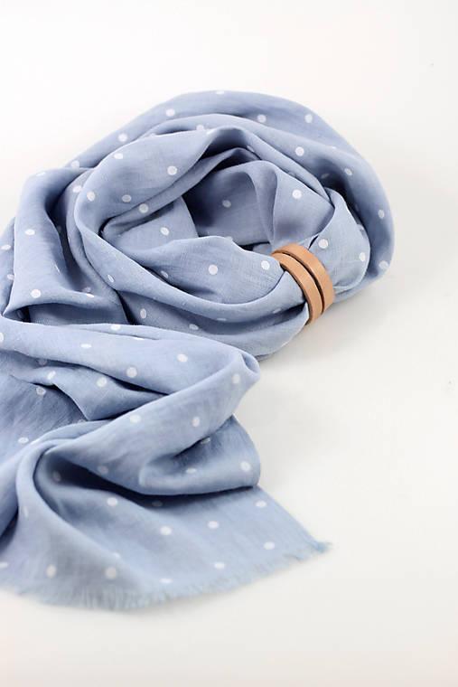 Nebesky modrá bodkovaná šatka z ľanu s koženým remienkom