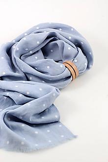 Šatky - Nebesky modrá bodkovaná šatka z ľanu s koženým remienkom - 10606367_