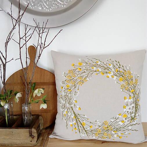 Úžitkový textil - Vankúš lúčne kvety vo venci - 10603227_
