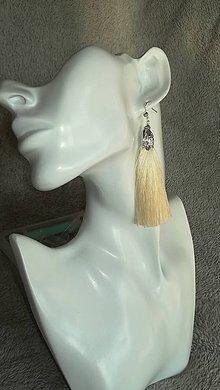 Náušnice - strapcové náušnice- biele - 10602997_