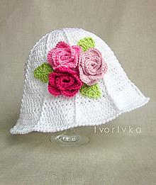 Čiapky - Rozkvitnutý ~ háčkovaný klobúk - 10603491_