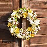 Dekorácie - Jarný venček na dvere s vtáčikmi - 10607006_
