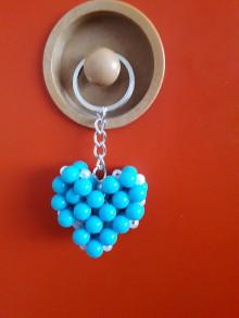 Kľúčenky - Srdiečko z korálok - klúčenka - 10609404_
