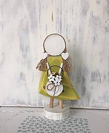 Dekorácie - Anjelik s košíkom kvetov (Zelená) - 10608048_