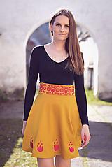 Sukne - Horčicová sukňa s výšivkou - 10613403_