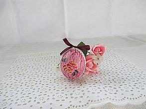 Dekorácie - Veľkonočné popraskané vajíčka ako v perinke (ružovofialová s purpurovou mašličkou a ružami) - 10613236_