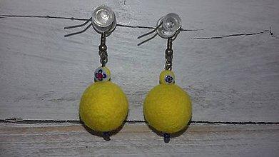 Náušnice - plstené náušničky - žlté s millefiori korálkou - 10610545_