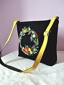 Kabelky - Kabelka bavlnená čierna s objemovou ručnou výšivkou - venček - 10611812_