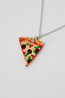 Náhrdelníky - Salámová pizza s rajčinami a rukolou - 10615781_