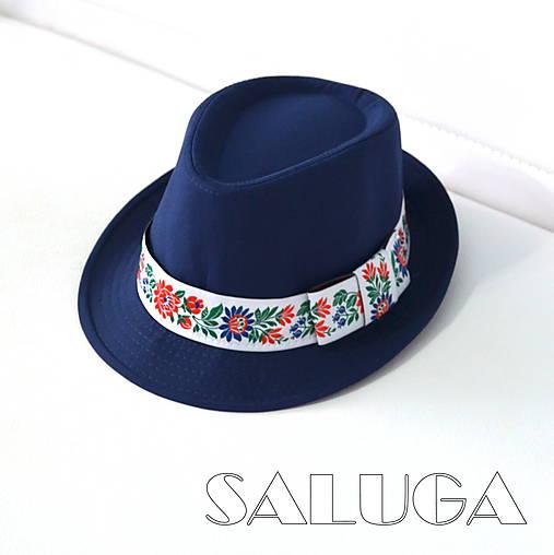 Folklórny klobúk - tmavo modrý - ľudový - biela folklórna stuha