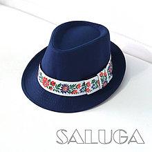 Čiapky - Folklórny klobúk - tmavo modrý - ľudový - biela folklórna stuha - 10614380_