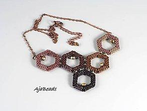 Náhrdelníky - Včelí náhrdelník - vínový - 10615022_