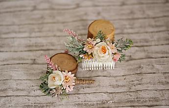 Ozdoby do vlasov - Set Bielo-ružový romantický kvetinový hrebienok do vlasov a pierko pre ženícha - 10616005_
