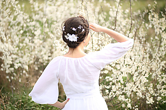 Ozdoby do vlasov - Kvetinový hrebienok vhodný na svadbu alebo 1. sv. prijímanie - 10616026_