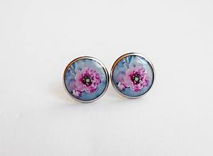 Náušnice - Živicové náušnice - Ružové kvety na šedo modrej (chirur.oceľ) - 10617161_