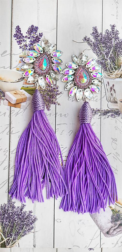 jemné fialové s dlhým strapcom