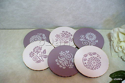 drevené podložky pod poháre Fialovo - ružové