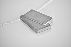 Náhrdelníky - Betónový prívesok Cards - na Ag retiazke - 10618519_