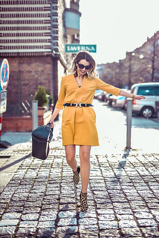 Žlté úpletové šaty