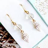 Náušnice - Quartz & Seashell Golden Earrings / Nášnice s krištáľom a lastúrami v zlatej farbe #2074 - 10619588_